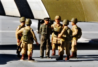 "1/76 ""Eisenhower"" with troops."
