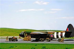 horsa-glider-with-british-paratroops_003