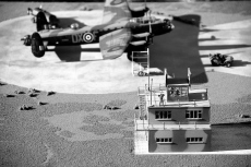 1/72 Avro Lancaster with Control Tower