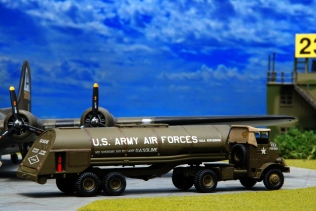 USAAF Resupply_B-17_011
